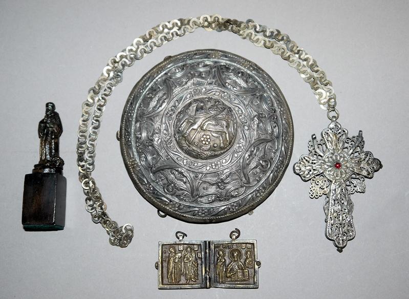 Vier griechisch orthodoxe Religiosa: Brustkreuz eines Bischoffs, Silber...