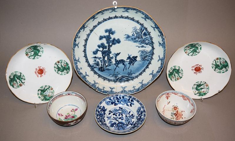 Sechs chinesische Porzellane der Qing-Zeit mit Beschädigungen