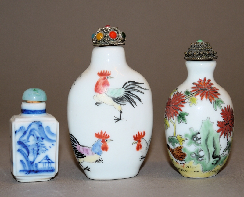 Drei chinesische Porzellan-Snuffbottle, 20. Jh.
