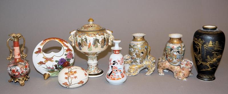 Acht Teile exquisite Satsuma- und Kutani-Keramik der Meiji-Zeit, Japan um 1900